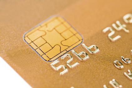 Eine Goldene Kreditkarte zum Bargeldlosen Bezahlen
